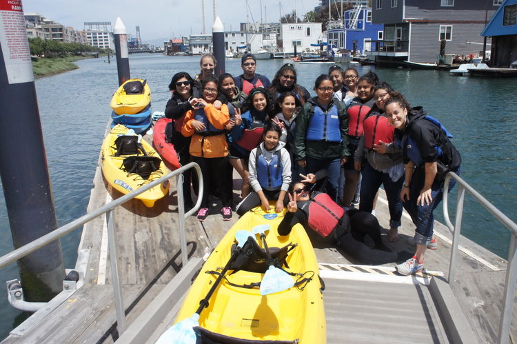 students ready for kayaking