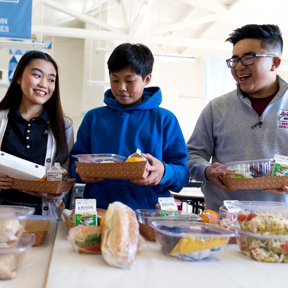 Students choose their school lunch
